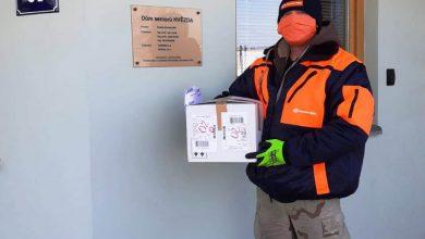 Photo of Gebrüder Weiss bezplatně vozí roušky a další ochranné pomůcky nemocnicím, seniorům i bezdomovcům