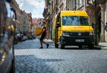 Photo of DHL Express nasadil v Praze a v Brně elektrické dodávky Volkswagen e-Crafter